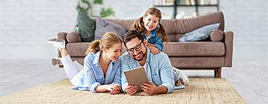 Anschlussfinanzierung, Umschuldung, Familie, Tablet