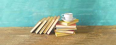 Bücher, Tasse